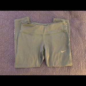 Nike | Dry Fit Sage Green ¾ Length Leggings
